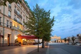 Sinnlichkeit deluxe – Das Hotel Adlon Berlin und VIP Escort Models