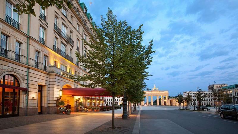 wanking berlin hotel escort