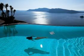 Dem Alltagsstress entfliehen – mit einer hübschen Escort Lady auf Santorini geht dies wunderbar ...