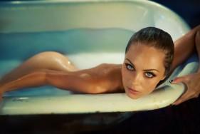Mit einem oder gleich zwei heißen Escort Girls den Whirlpool zu teilen, würde selbst Neptun gut gefallen ...