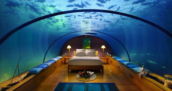 Escort Service Dubai in der Atlantis Underwater Suite