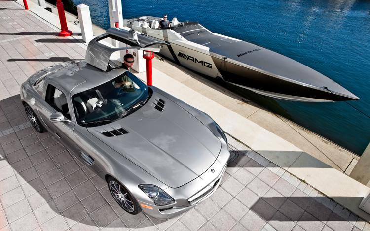 Alles schön! Escort Models, Speedboot und der SLS AMG