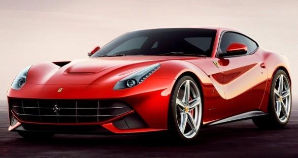 Wahrgewordene Männerträume: Sexy Escort Models und der neue Ferrari F12