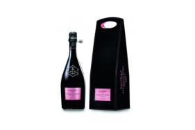 """Zum Wohle auf Ihr romantisches Escort Date! Mit dem besten Rosé Champagner der Welt – dem """"Grand Dame Rosé 2004"""" – lässt es sich gebührend anstoßen."""