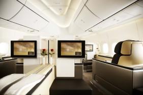Reisen mit Stil! Die First-Class-Kabinen der Lufthansa und unsere diskreten Escort Models lassen keine Wünsche unerfüllt.