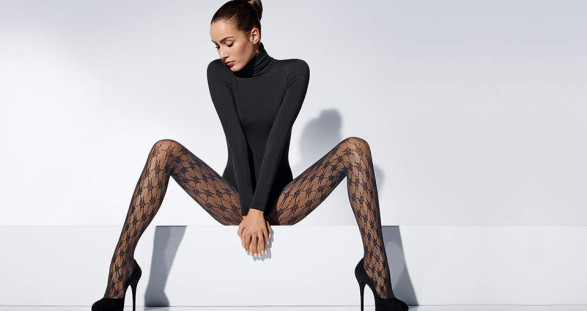 Die heißen Nylonstrümpfe der Marke Wolford lassen die ohnehin schon wunderschönen Beine Ihres Escort Girls noch sinnlicher erscheinen.