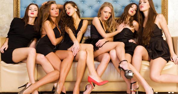 Ihr sexy Escort Model im Kleinen Schwarzen der Luxus-Marke Herve Leger – damit treffen Sie genau ins Schwarze!
