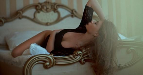 Dass das Kuscheln mit Ihrer sexy Escort Lady wunderbar relaxend ist und zudem sehr erotisierende Folgen haben kann, werden Sie bei Ihrem nächsten VIP Escort Service schnell herausfinden ...