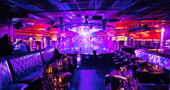 Mit 5* Escort in St. Tropez coolsten Hotel & Club