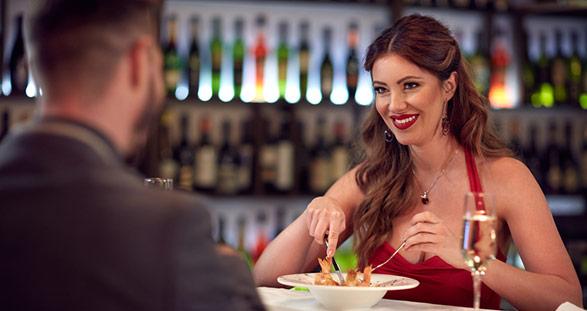 Escort Girl im Restaurant