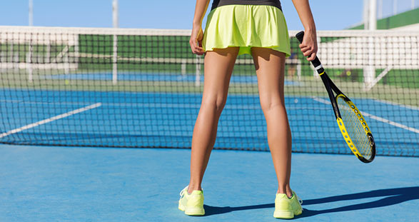 Teilzeit Escort spielt Tennis